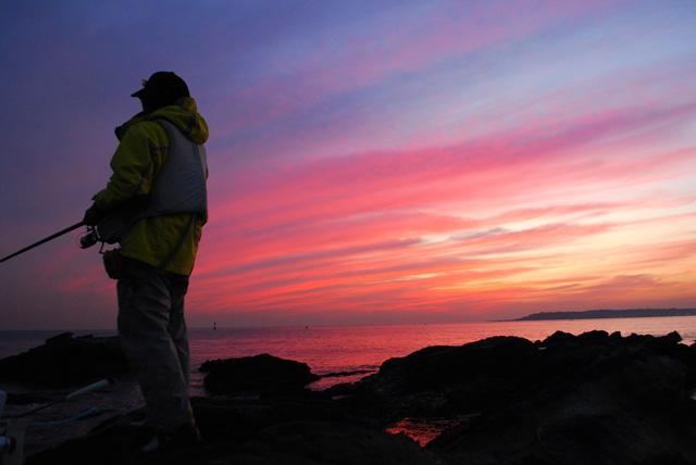 夕日の釣り人