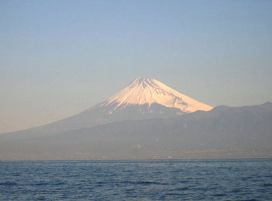 西浦沖から見る富士山