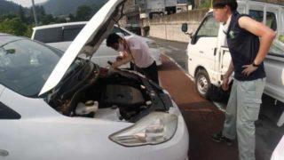 バッテリー上がりの外人さんの車